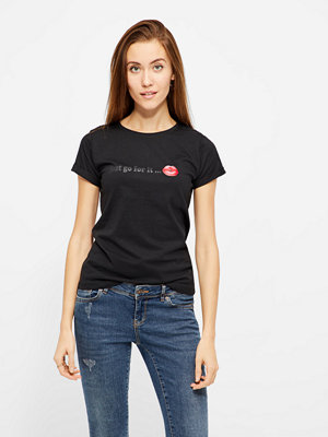 Sisters Point Herm T-shirt