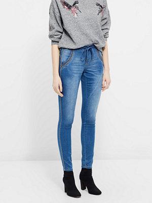 Cream Bail jeans