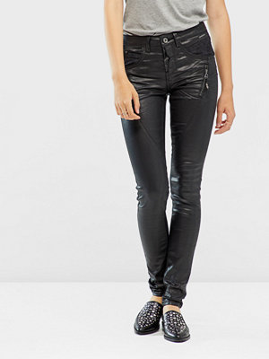 Cream svarta byxor Coated jeans