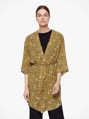 Jacqueline de Yong Base kimono