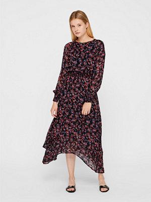 Vila Nadeen klänning
