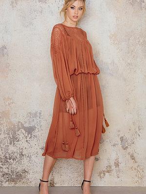 NA-KD Boho Lace Top Part Maxi Dress röd