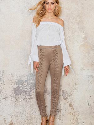 NA-KD beige byxor Suede Lacing Pants