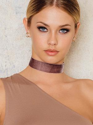 Tranloev omönstrat smycke Velvet Choker brun rosa