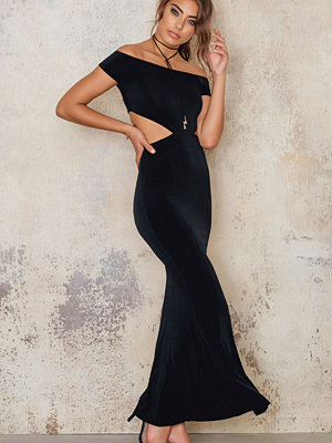 NA-KD Party Off Shoulder Fishtail Dress