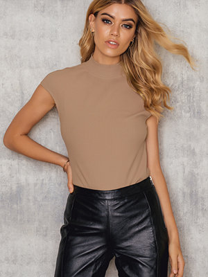 T-shirts - NA-KD Trend Rib High Neck Cap Sleeve Top