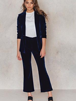 NA-KD Trend marinblå byxor Velvet Ankle Trousers