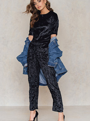 NA-KD Party Pleated Velvet Ankle Trousers