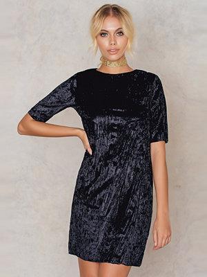 NA-KD Party Pleated Velvet Short Dress