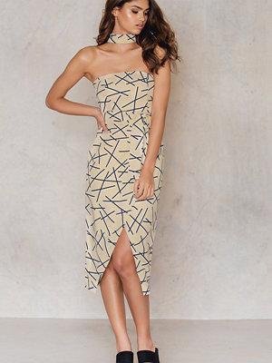 Festklänningar - Lavish Alice Abstract Collar Neck Tie Belt Dress