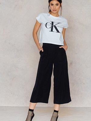Calvin Klein Kakis Culotte Shorts