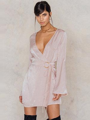 Festklänningar - Sabo Luxe A-List Wrap Dress