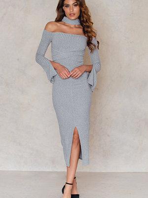 Festklänningar - Lavish Alice High Neck Wrap Around Belt Dress
