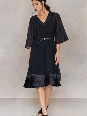 Festklänningar - NA-KD Party V-neck Fringe Chiffon Dress