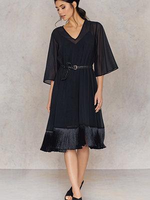 NA-KD Boho V-neck Fringe Chiffon Dress