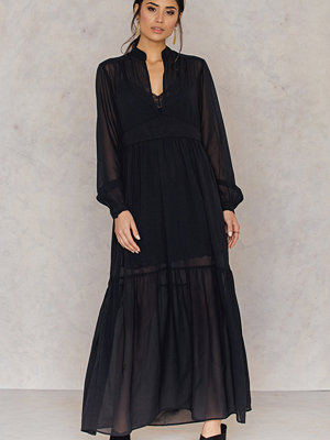 NA-KD Boho Deep Front Neck Chiffon Dress