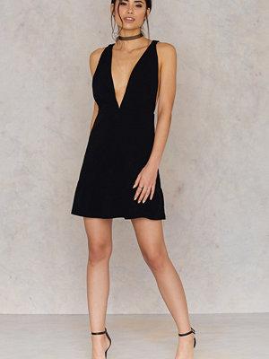 Festklänningar - Toby Heart Ginger Plunging Neck Mini Dress