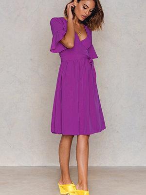 Trendyol Overlap Tie Waist Dress - Midiklänningar
