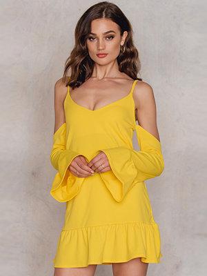 Boohoo Cold Shoulder Dress gul