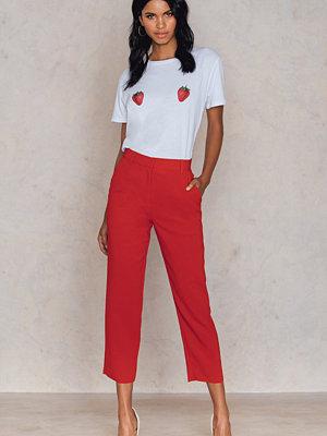 NA-KD Trend röda byxor Raw Hem Pants
