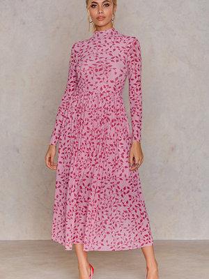 NA-KD Trend Mesh LS Midi Dress rosa röd multicolor