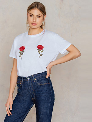 Toppar - NA-KD Flower Embroidery Tee