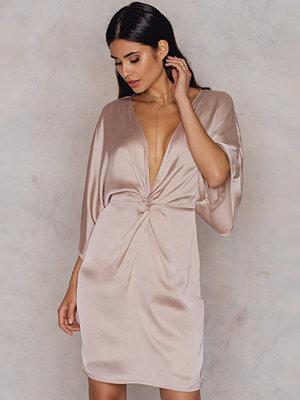 Hannalicious x NA-KD Kimono Sleeve Knot Dress