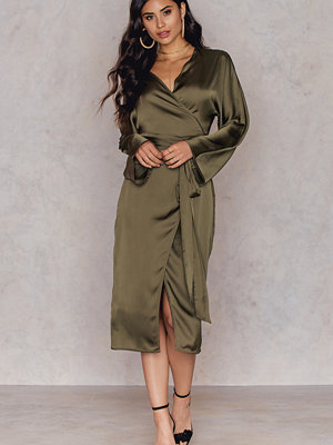 Hannalicious x NA-KD Kimono Wrapped Dress