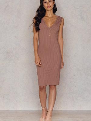 Hannalicious x NA-KD V-neck Ribbed Dress