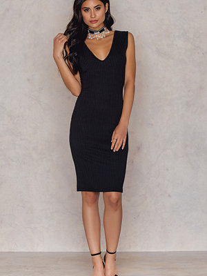 Hannalicious x NA-KD V-neck Ribbed Dress svart