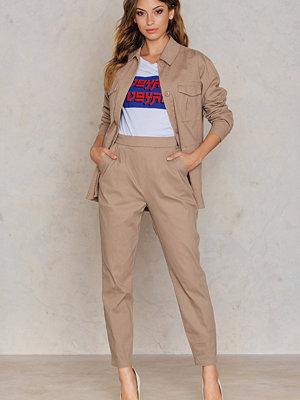 NA-KD beige byxor Highwaist Tapered Pants