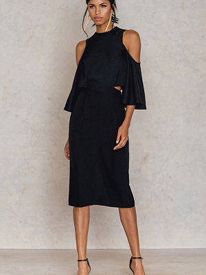 Festklänningar - NA-KD Cut Out Tied Neck Dress svart