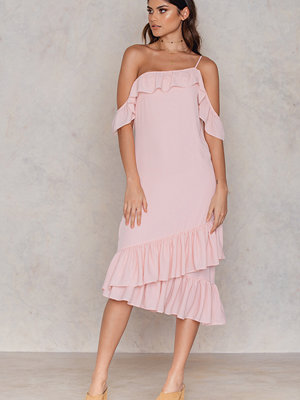 NA-KD Cold Shoulder Thin Strap Frill Dress rosa