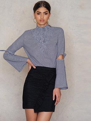NA-KD Side Frill Mini Skirt svart
