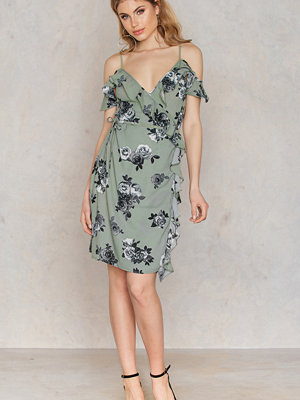 NA-KD Boho Cold Shoulder Flower Printed Overlap Dress