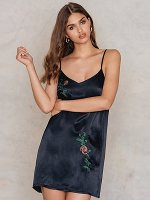 NA-KD Exclusive Mini Slip Embroidery Dress
