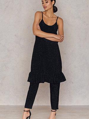 NA-KD Party Bottom Frill Dress