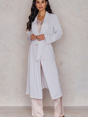 Kappor - Hannalicious x NA-KD Trenchcoat With Side Slit