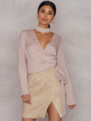 Hannalicious x NA-KD Overlapped Faux Suede Skirt beige