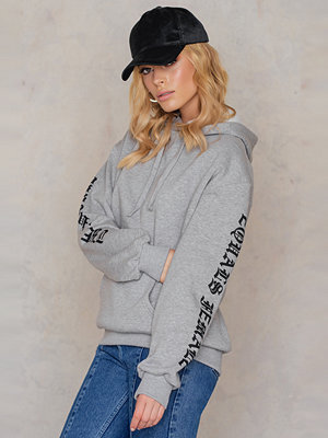 NA-KD The Future Equals Female Sleeves Hoodie grå