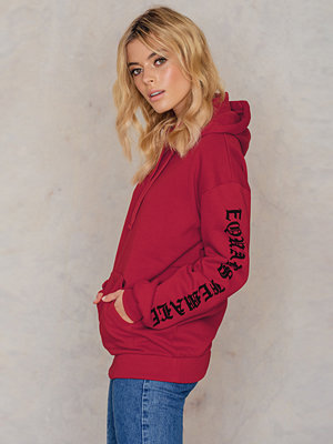Street & luvtröjor - NA-KD Trend The Future Equals Female Sleeves Hoodie