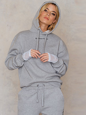 Street & luvtröjor - NA-KD Trend The Future Equals Female Hoodie