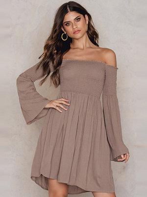 FARINA for NA-KD Off Shoulder Smock Dress
