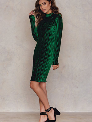 NA-KD Party Velvet Pleat High Neck Dress
