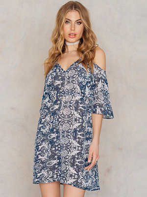 NA-KD Boho Cold Shoulder Printed Chiffon Dress