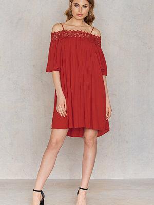 NA-KD Boho Lace Neckline Dress