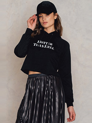 Street & luvtröjor - NA-KD Hotter Than Hell Cropped Hoodie