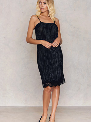 Festklänningar - Bardot Harper Pleated Slip Dress