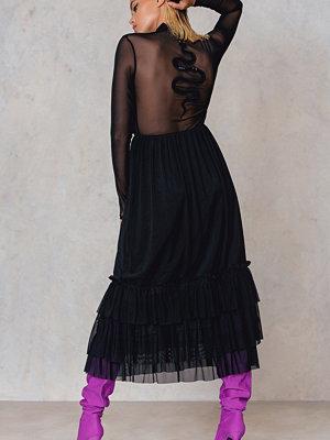 NA-KD Trend Mesh Frill Snake Dress