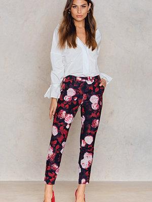 NA-KD mönstrade byxor Shiny Suit Pants multicolor
